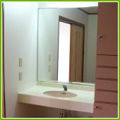 大型鏡の洗面台